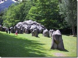 Dolmens-menhirs-cromlechs-temoignent-de-usage-mystique-des-pierres-prehistoire-Les orgines-de-la-lithothérapie-Photo-Parc-de-la-prehistoire