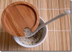 La purification par le sel des pierres et cristaux permet une absorption des énergies incorporées durant leur utilisation - Photo de Bento Business