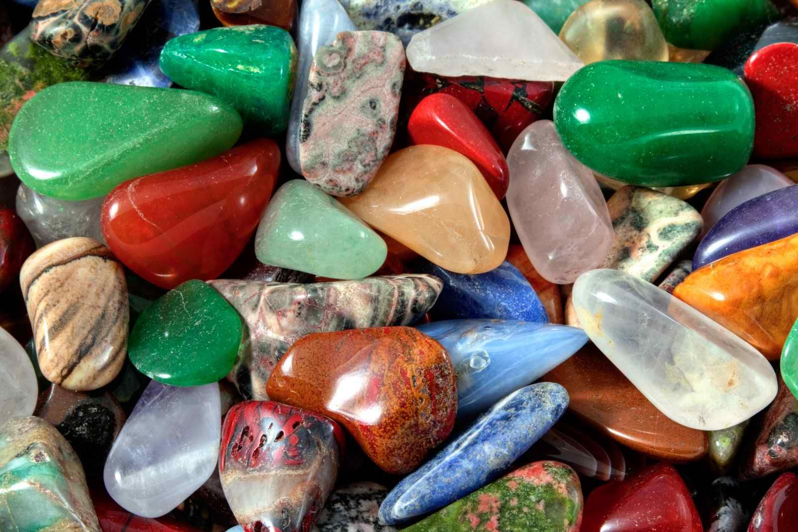 Découvrez comment entretenir, nettoyer et purifier vos pierres et cristaux