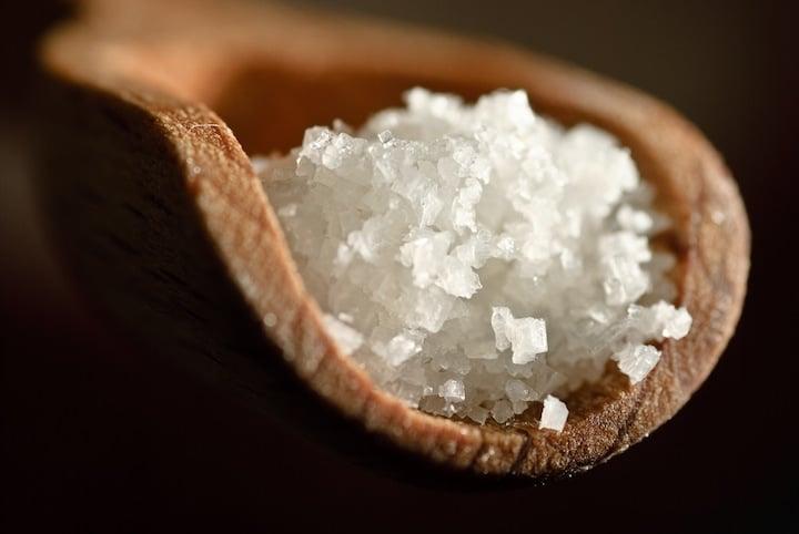 La purification par le sel des pierres et cristaux permet une absorption des énergies incorporées durant leur utilisation - Photo d'Olivier Bataille