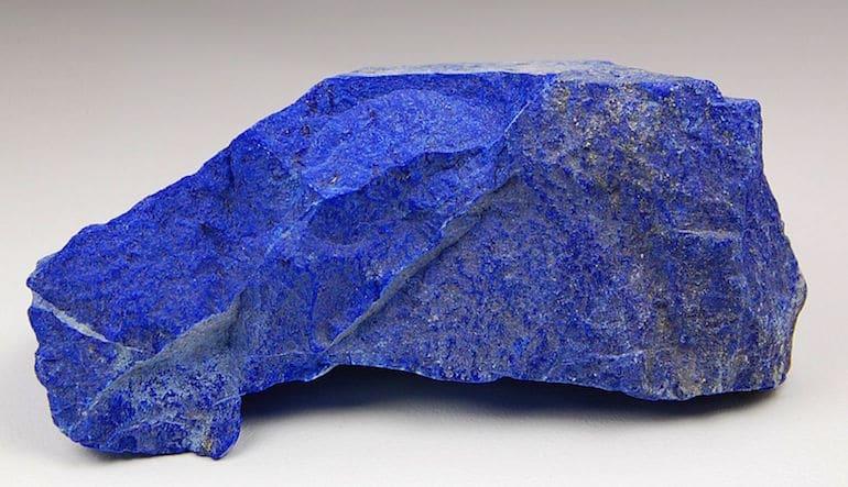 Plus sa couleur est bleue, plus le lapis lazuli est prisé - Lapis Lazuli d'Afghanistan