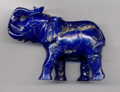 Une sculpture d'éléphant en lapis lazuli