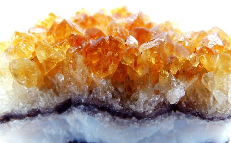 La citrine, quartz cristallin réputé en lithothérapie