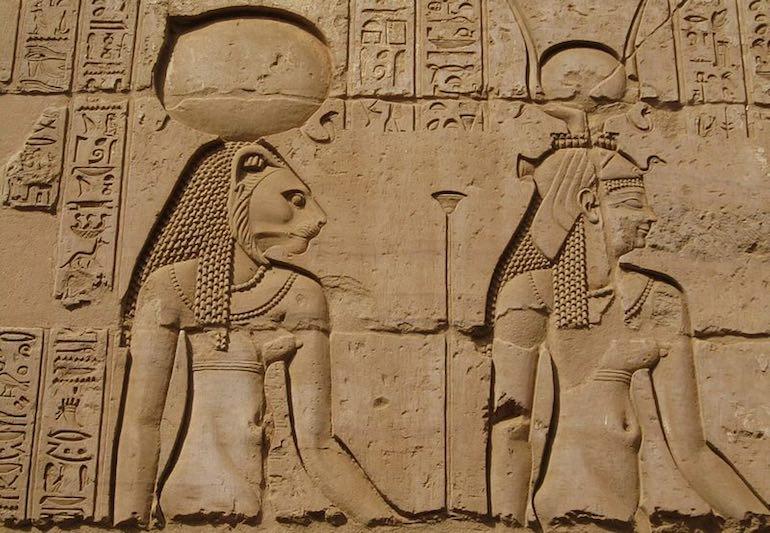 La déesse égyptienne Sekhmet / Bastet entretient un rapport privilégié avec la citrine