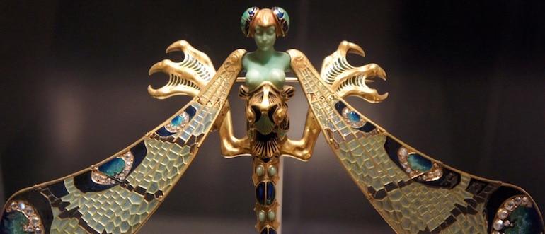 La Grande Broche Libellule créée par René Lalique, avec ses ailes en pierre de lune