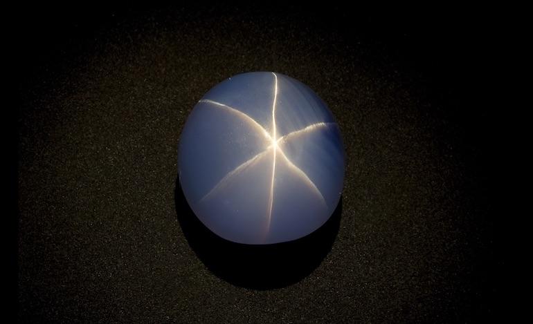 L'Etoile de l'Inde (Star of India), célèbre saphir étoilé