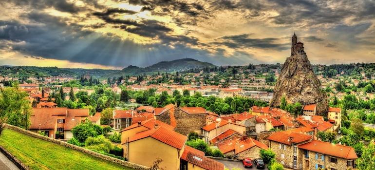 Le Puy-en-Velay, gisement historique de saphirs en France