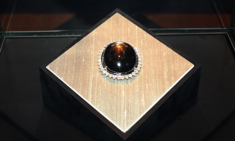 Black Star of Queensland, saphir noir étoilé