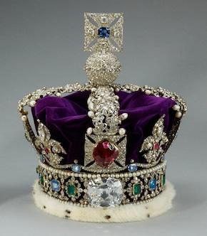 """Le """"Saphir St Edouard"""", qui surplombe la couronne impériale britannique"""