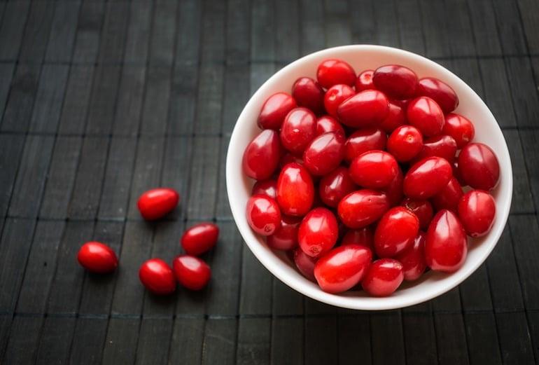 La Cornouille, fruit du cornouiller, qui serait peut-être à l'origine du mot cornaline