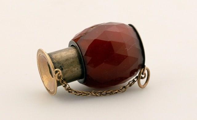 Petite lorgnette de Napoléon Ier Cornaline et chaînette en or