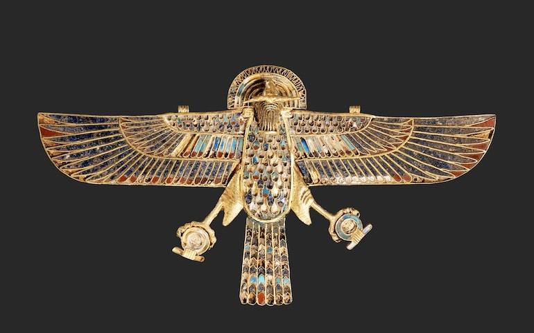 Pectoral faucon à tête de bélier trouvé dans la tombe des taureaux sacrés Saqqara - Datation : 1550 av. JC