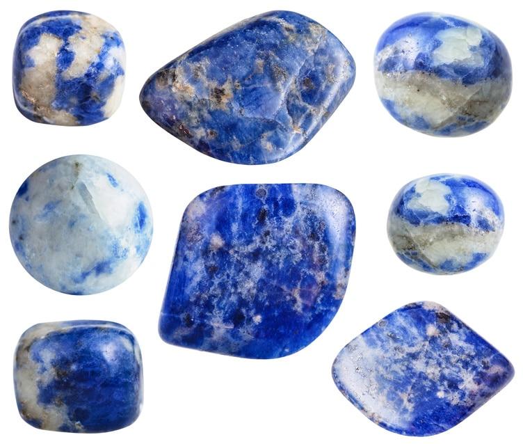 Minéraux de Sodalite aux couleurs variées