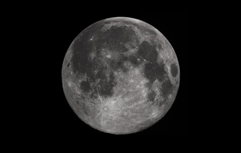 Recharger les Pierres de Lithothérapie à la Lumière de la Lune