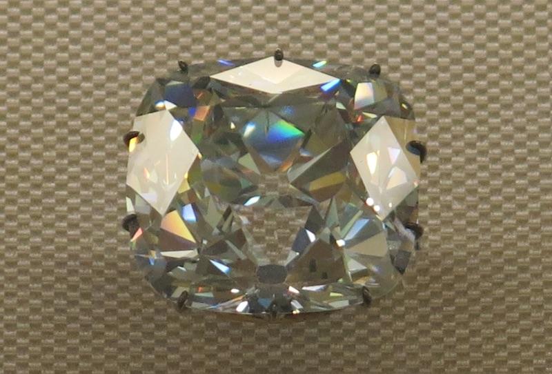 Le Régent, diamant célèbre exposé au Louvre