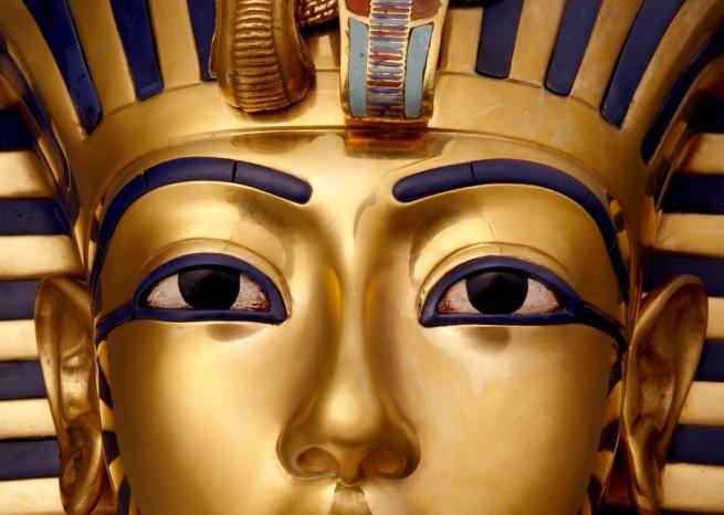 Le masque funéraire de Toutankhamon avec ses yeux incrustés d'obsidienne