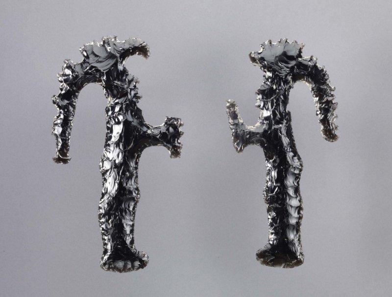 Objets funéraires mayas en obsidienne noire